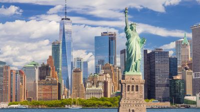 Featured image: Top 5 Ways to Save Money on Your New York Vacation